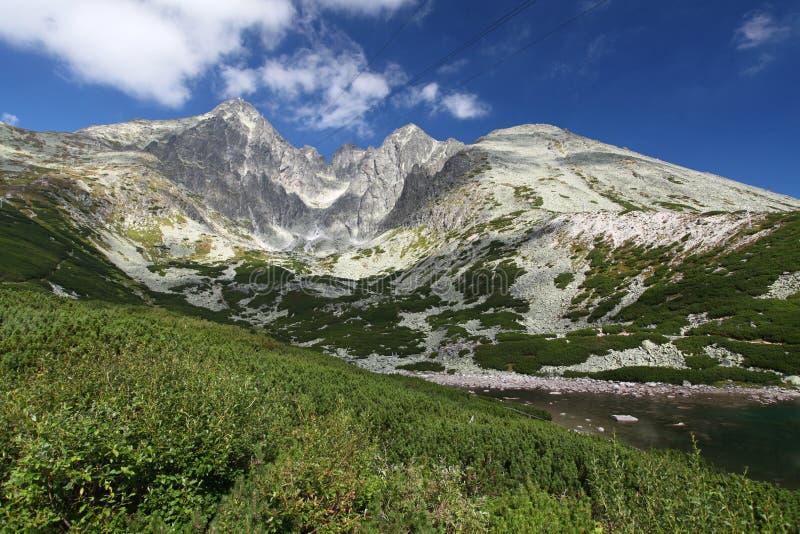 Pleso de Skalnate - tarn em montanhas altas de Tatras, Eslováquia fotografia de stock