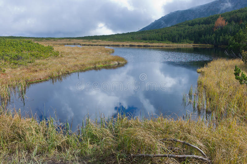 Pleso de Trojrohe en hautes montagnes de Tatra, Carpathiens occidentaux photo stock