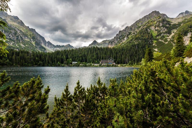 Pleso di Popradske (il Tarn) alto Tatras fotografia stock