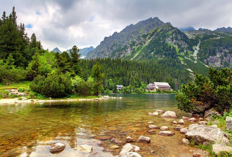 Pleso di Popradske - paesaggio della montagna della Slovacchia ad estate fotografie stock