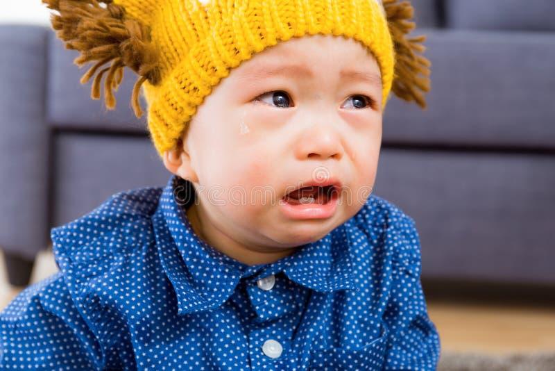 Pleurer asiatique de bébé garçon images stock