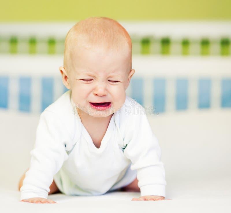 Pleurer de bébé garçon photo stock