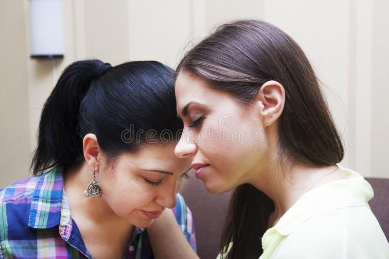 Pleurer de soeurs images libres de droits