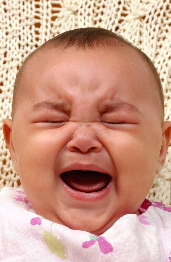 Pleurer mignon de bébé images stock
