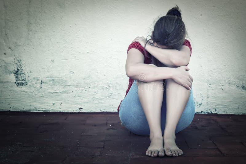 Pleurer triste de femme photo libre de droits