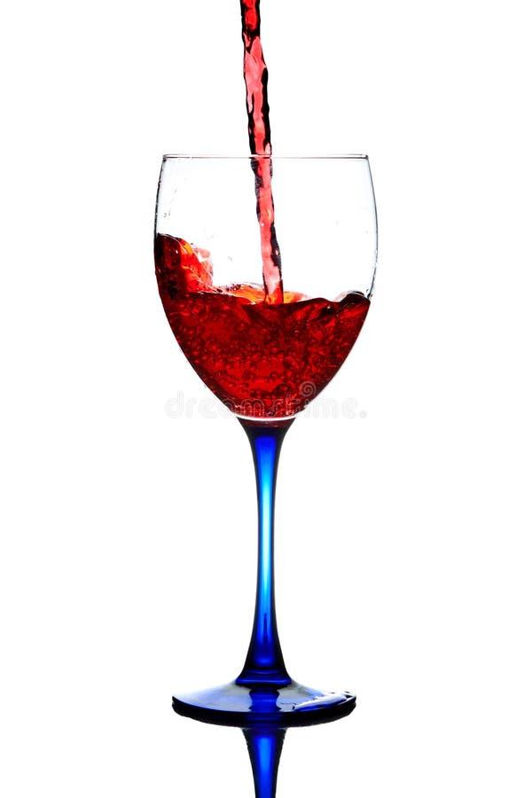 Pleuvoir à torrents de vin rouge photos stock