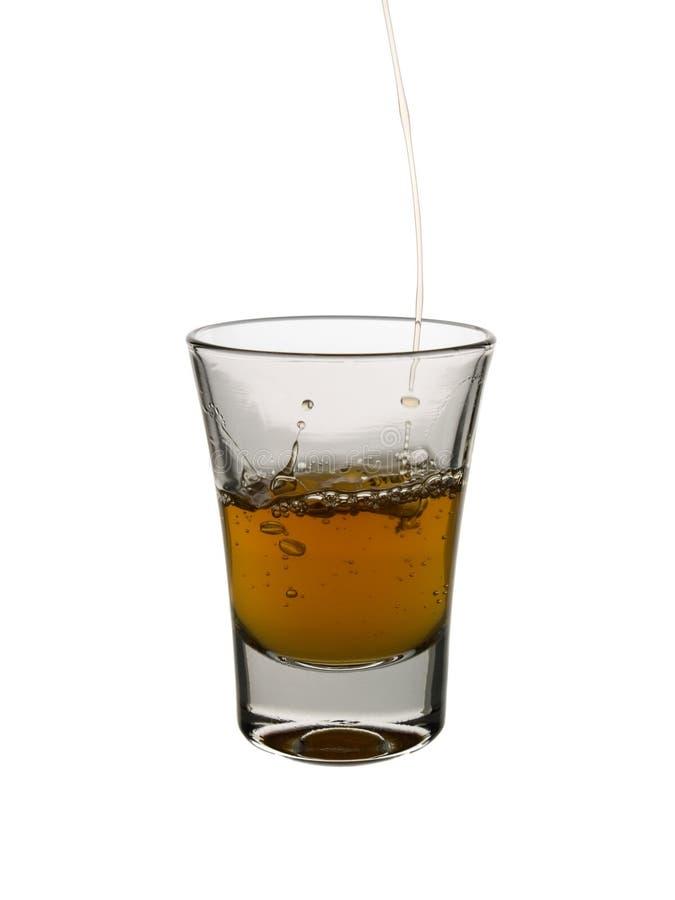 Pleuvoir à torrents un projectile de whiskey images stock