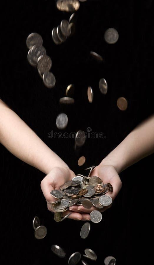 Pleuvoir des pièces de monnaie photographie stock