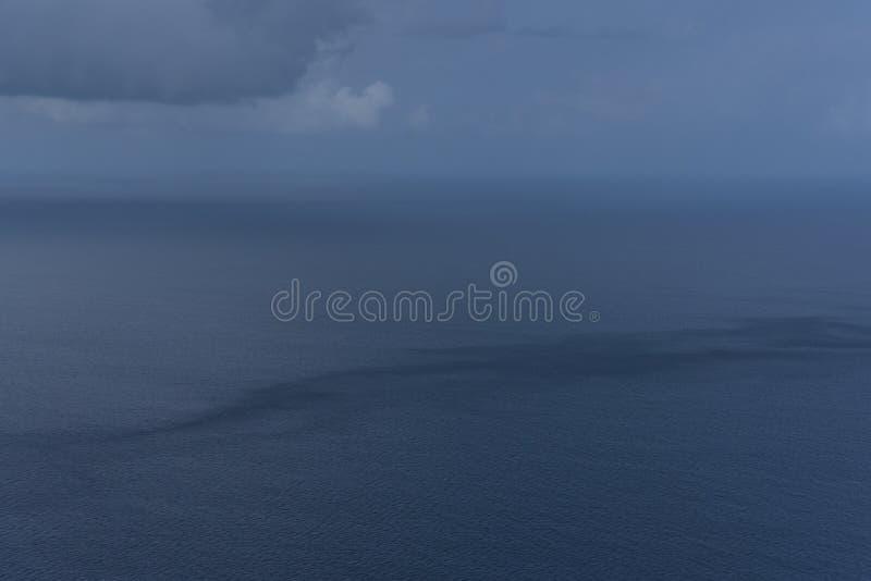 Pleuvoir la vue de saison des îles des Maldives a pris de l'hydravion photo stock