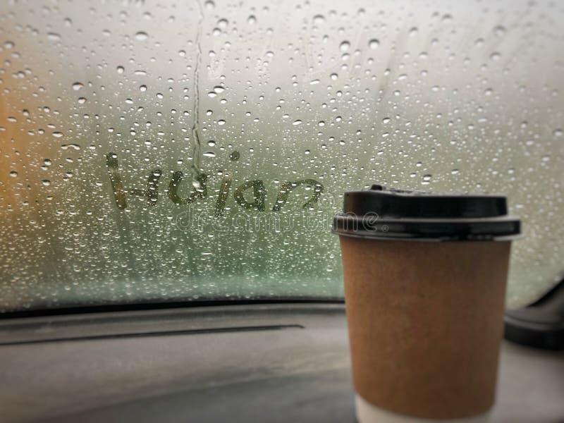 Pleuvoir tandis qu'i'am dans la voiture images libres de droits