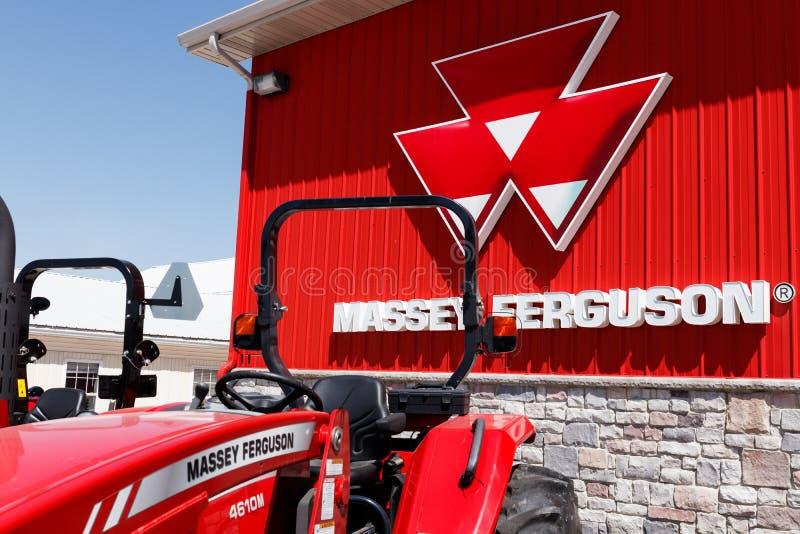 Plevna - около май 2018: Торговец Massey Ferguson Massey Ferguson изготовитель аграрного оборудования II стоковая фотография rf