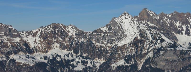 Download Pli Alpin Dans Une Montagne De La Chaîne De Churfirsten Photo stock - Image du panoramique, course: 76081754