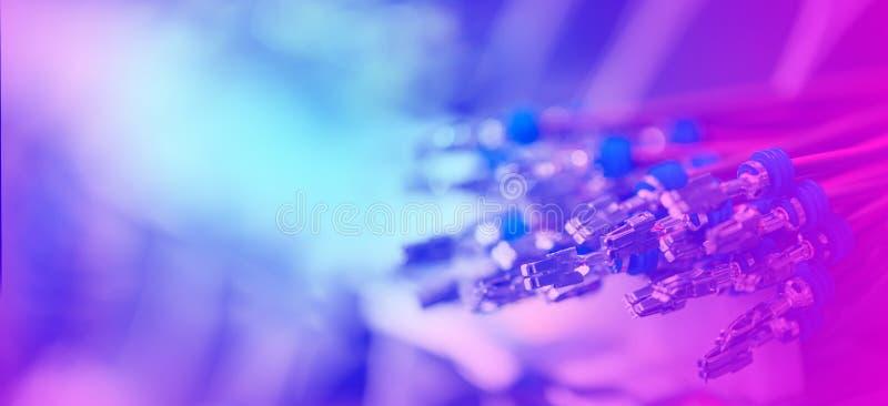 Plik crimped kable z elektrycznymi włącznikami Kończący druciany przygotowywa tworzenie związek Abstrakt Kolorowy fotografia stock