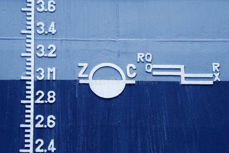 Plimsollteken op het schip stock foto's