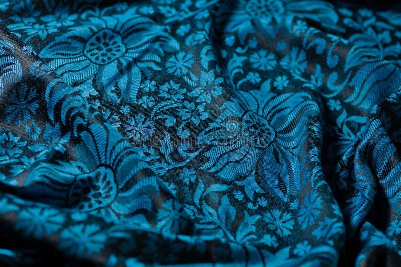 Plis de tissu noir-et-bleu de cachemire photos stock