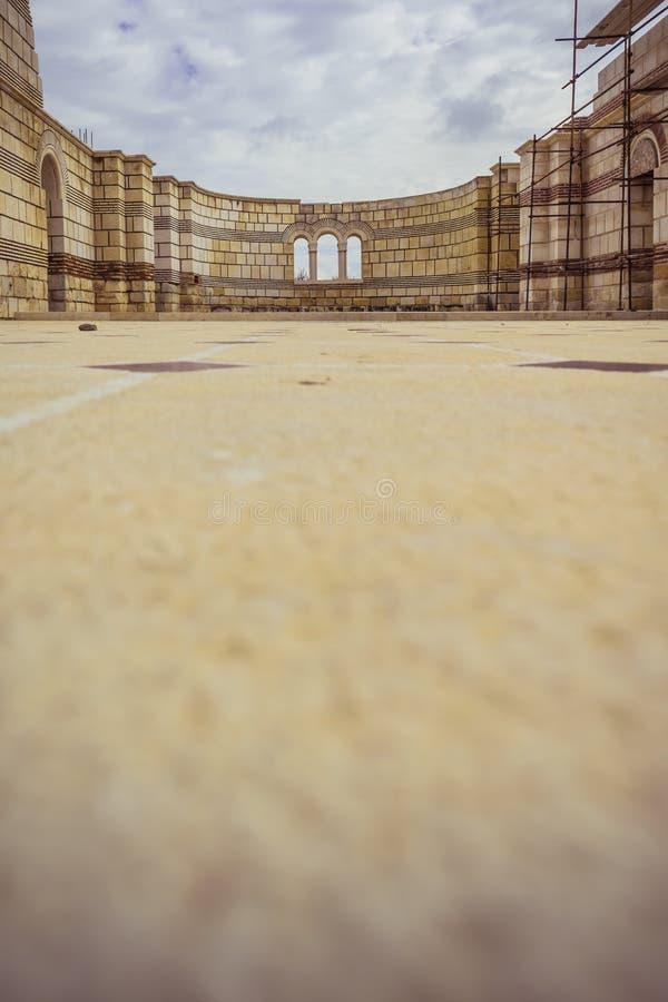 PLISKA, BULGARIA - 11 04 2017: La gran basílica vieja fotos de archivo