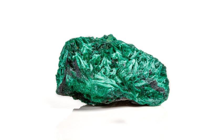 plisoviy宏观矿物的石头,长毛绒,在白色的缎绿沸铜 库存照片