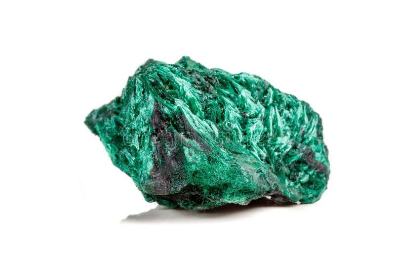 plisoviy宏观矿物的石头,长毛绒,在白色的缎绿沸铜 免版税库存图片