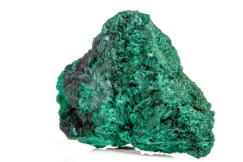 plisoviy宏观矿物的石头,长毛绒,在白色的缎绿沸铜 免版税库存照片