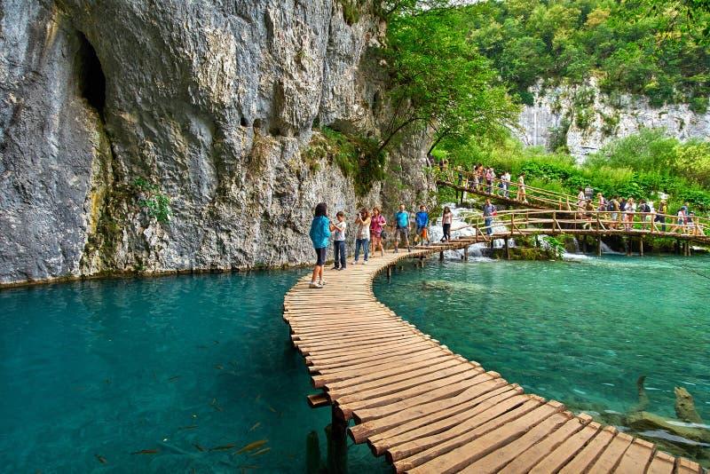 Plitvice croacia 29 de julio el turista goza el hacer for Oficina de turismo croacia