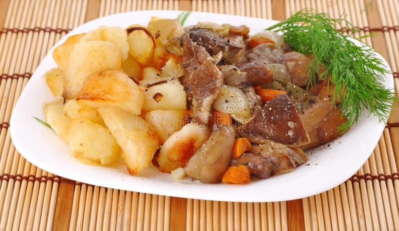 plocka svamp potatoe royaltyfria bilder