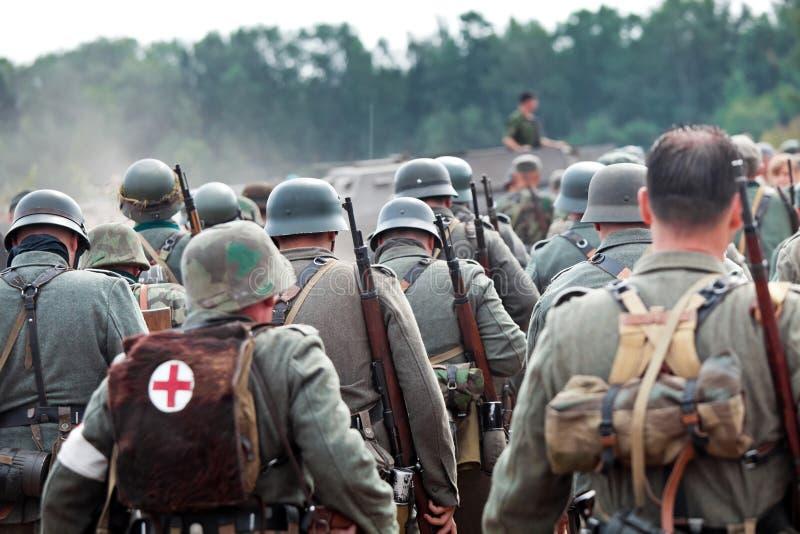 Ploeg van Duitse militairen stock foto