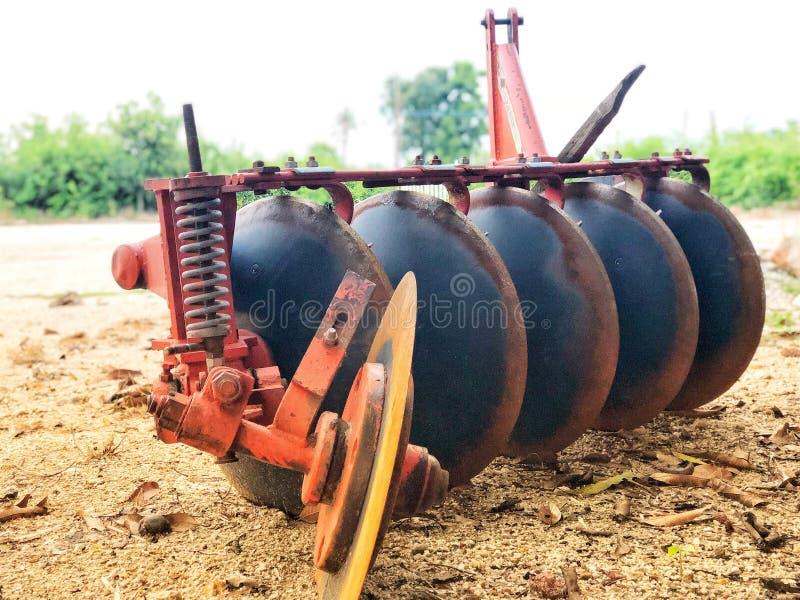 Ploegen in Thailand voor tractor stock afbeelding