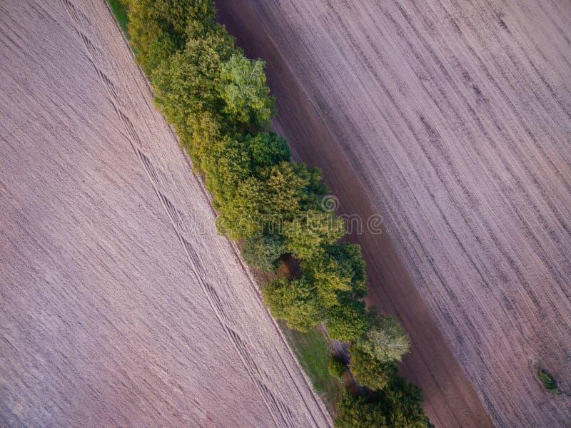 Plogat fält, landssida arkivfoton