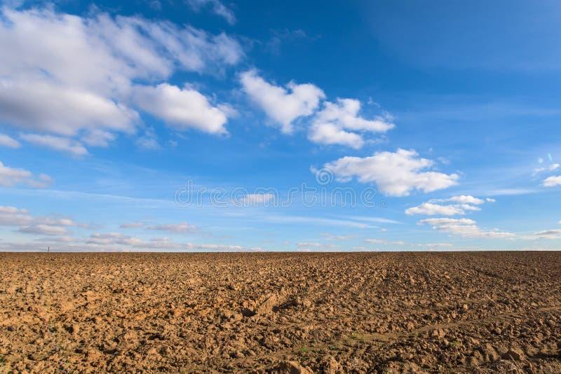 Plogat jordbruks- fält royaltyfria foton