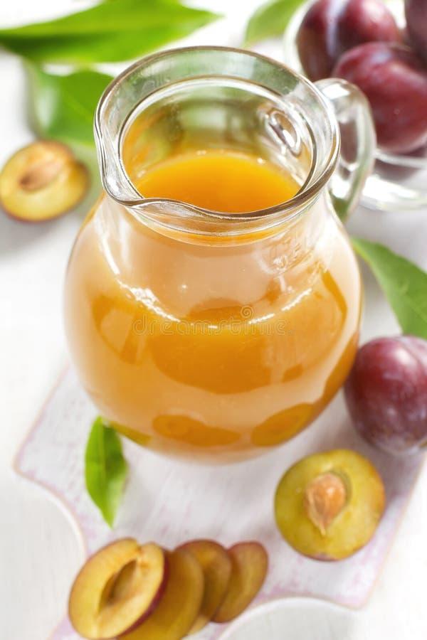 Plommonfruktsaft arkivbilder