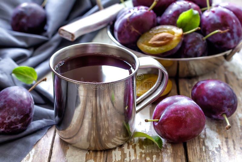 Plommonfruktsaft fotografering för bildbyråer