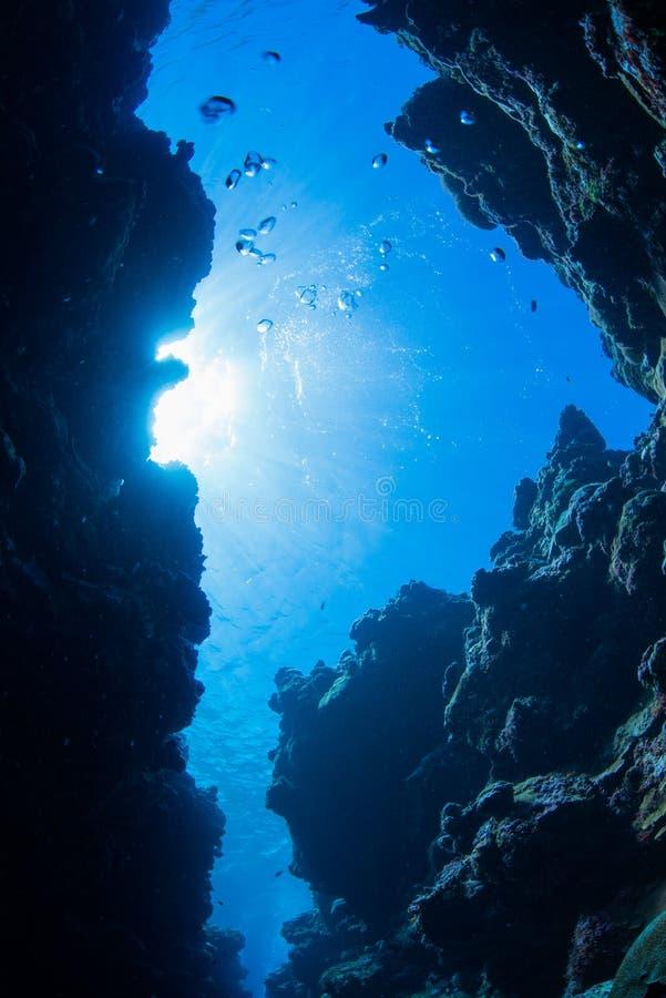 Plongée de caverne image stock