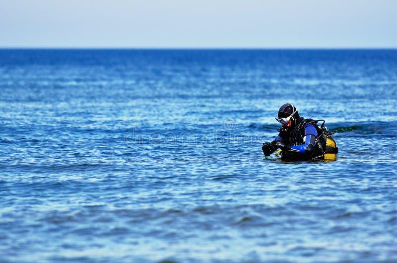 Download Plongeur autonome photo stock. Image du aquatics, activité - 56481896