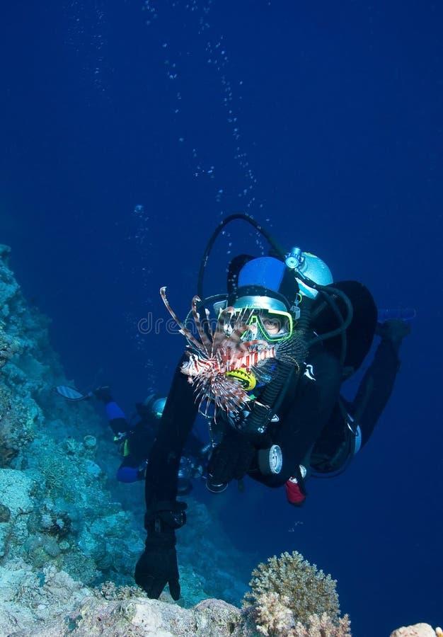 Plongeur autonome de femme images stock