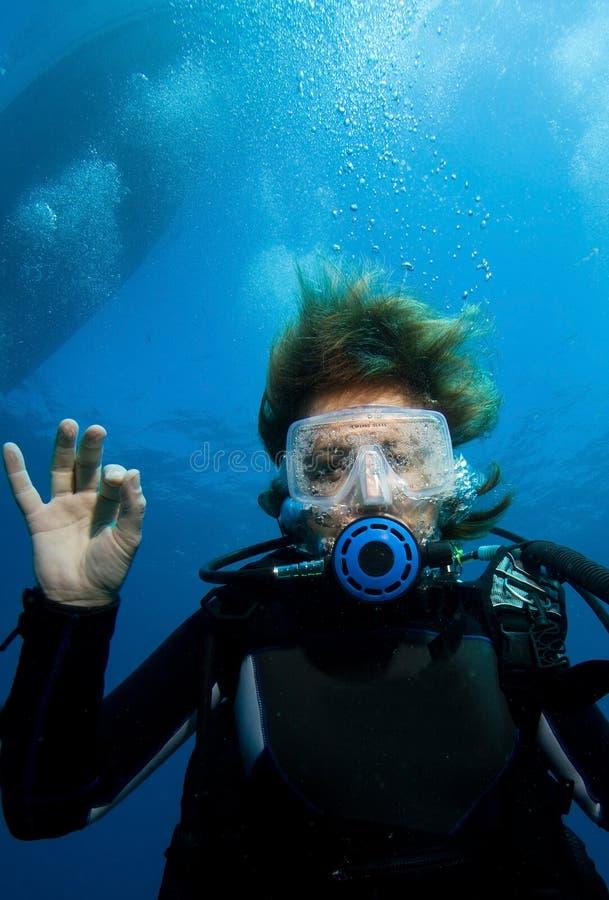 Plongeur autonome de femme photo stock