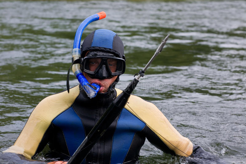 Plongeur dans le procès de plongée photographie stock libre de droits