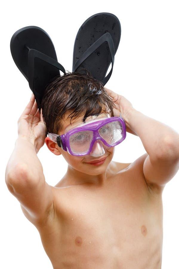 Plongeur de garçon dans le masque de natation avec un portrait en gros plan de visage heureux, d'isolement sur le blanc photographie stock