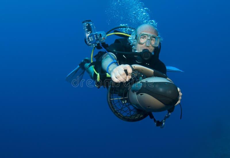 plongeur sur le scooter sous marin photo stock image du. Black Bedroom Furniture Sets. Home Design Ideas