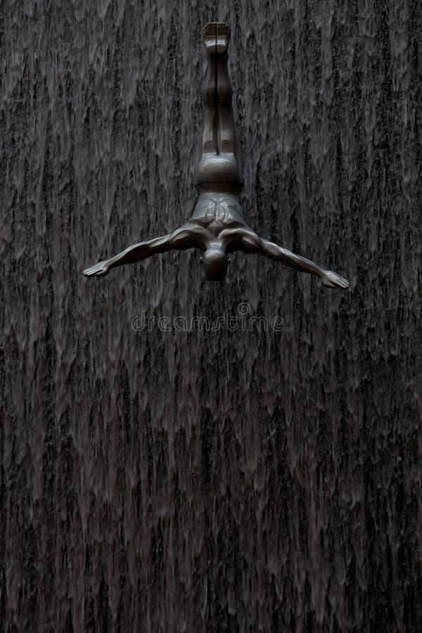 Plongeurs à la cascade de Dubaï, version foncée photo stock