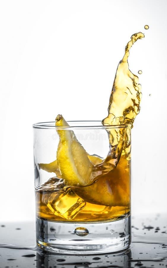 Plons met citroen stock fotografie