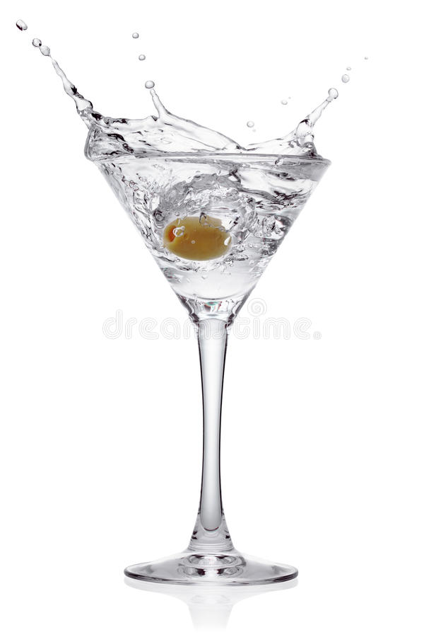Plons van olijf in een glas van cocktail. royalty-vrije stock afbeeldingen