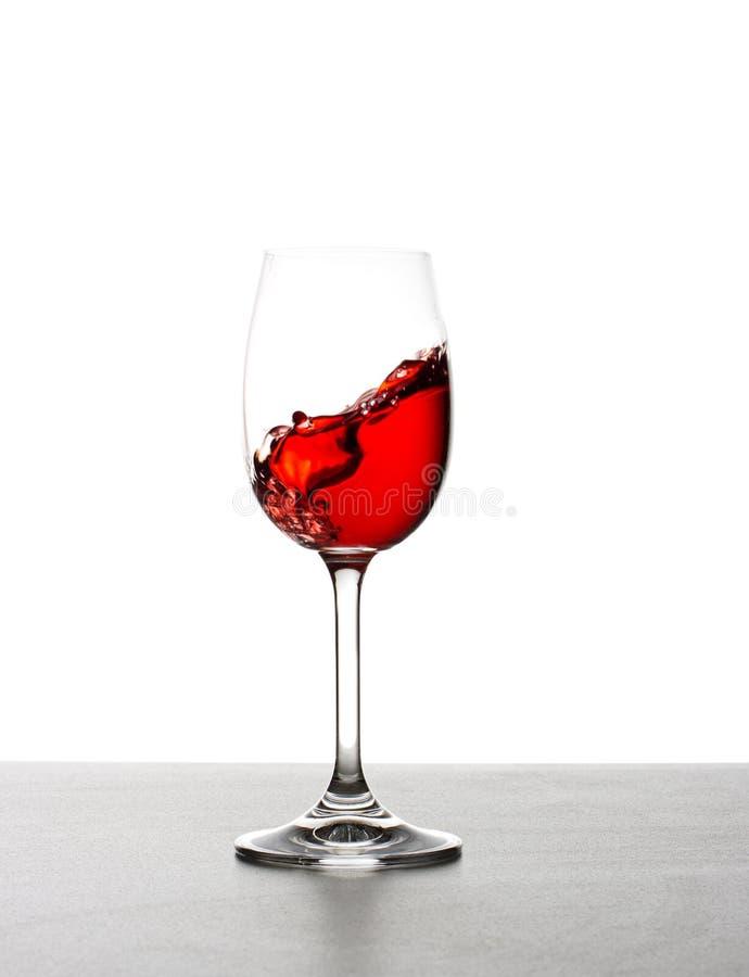 Plons van rode wijn stock foto