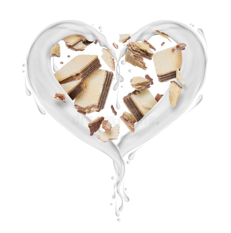 Plonsen van melk in de vorm van hart met gebroken wafels op witte achtergrond stock fotografie