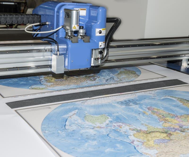 Plotter die één of andere kaart in kaart brengen stock fotografie