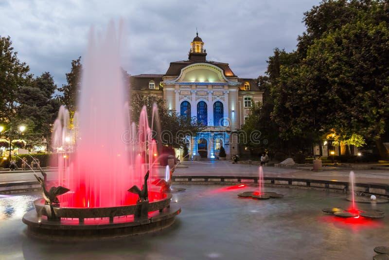 PLOVDIV, ΒΟΥΛΓΑΡΙΑ - 9 ΙΟΥΝΊΟΥ 2017: Φωτογραφία νύχτας του Δημαρχείου σε Plovdiv στοκ φωτογραφία με δικαίωμα ελεύθερης χρήσης