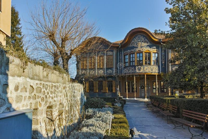 PLOVDIV BULGARIEN - JANUARI 2 2017: Byggnad av det Ethnographic museet i gammal stad av Plovdiv royaltyfri foto