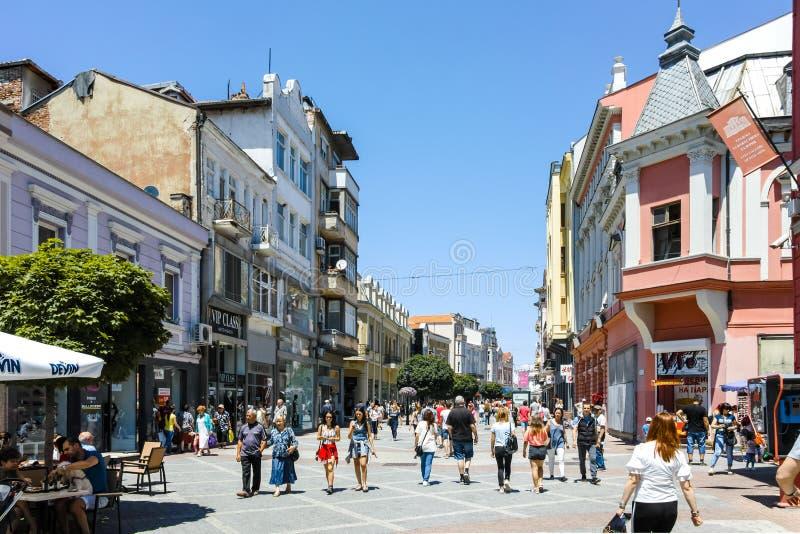 PLOVDIV, BULGARIJE - JUNI 10, 2017: Panorama van de straat van Knyaz Alexander I in stad van Plovdiv stock foto