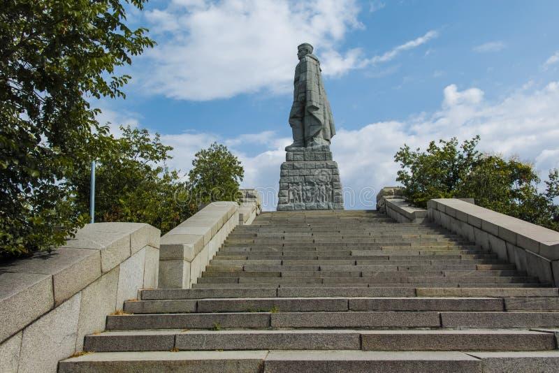 PLOWDIW, BULGARIEN AM 11. JUNI 2017: Monument der sowjetischen Armee bekannt als Alyosha in der Stadt von Plowdiw lizenzfreie stockfotografie