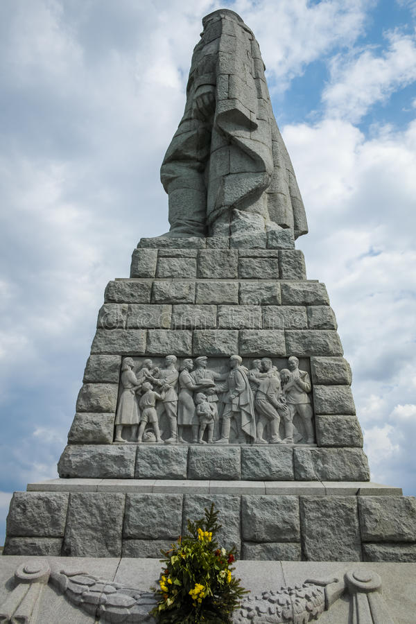 PLOWDIW, BULGARIEN AM 11. JUNI 2017: Monument der sowjetischen Armee bekannt als Alyosha in der Stadt von Plowdiw lizenzfreie stockbilder