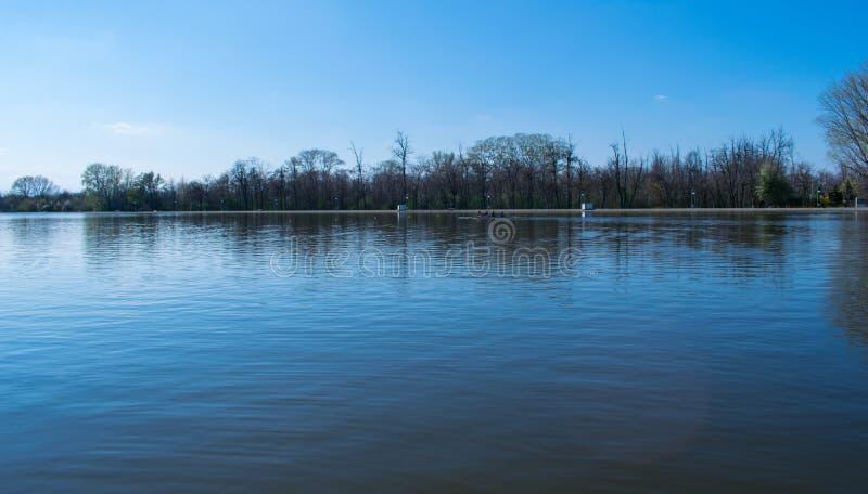 Plowdiw-Rudersportkanalpanoramablick stockbilder
